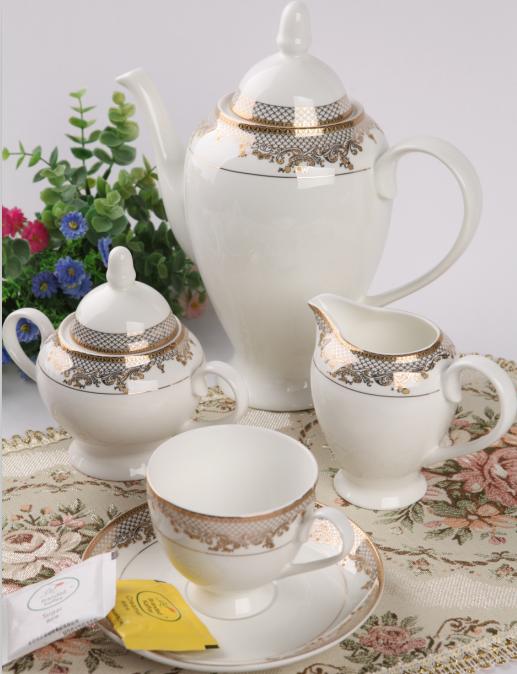 15头黄金汉宫骨质瓷咖啡具