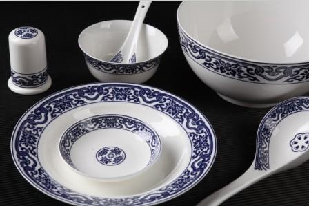 28头釉中青花瓷骨质瓷餐具