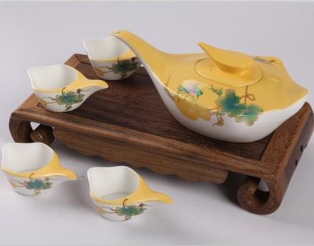 5头手绘鹅头葫芦骨质瓷茶具