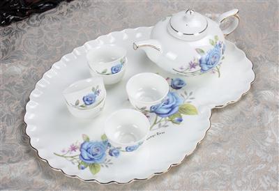 8头骨质瓷茶具 蓝玫瑰