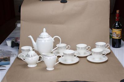 15头骨质瓷咖啡具 白金时代